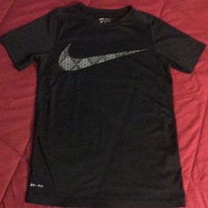 Nike dry fit youth tee black sz med